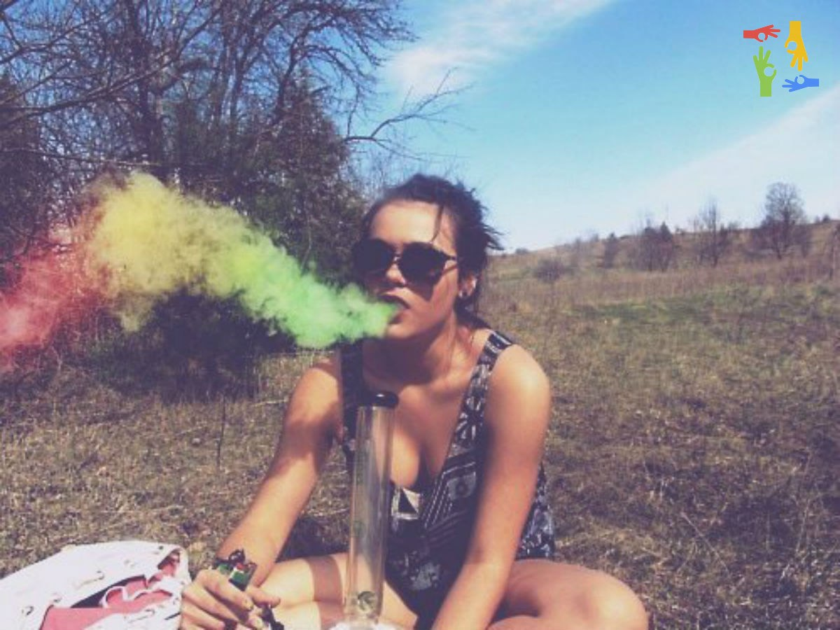 Russian girls smoke grass — img 10